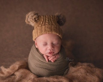 Newborn Bobble Hat. Winter Hats. Newborn Baby Pompom Hat. Babies Fur Bobble Hat. Fur Pompom Hat. Hats. Newborn Photography Prop. UK Seller