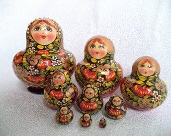 Nesting dolls/ vintage set of 9 Nesting dolls/ Russian Matryoshka dolls/ hand painted wood nesting dolls/ Red Black and Gold