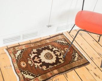 2x2.5 Vintage Oushak Square Rug Mat