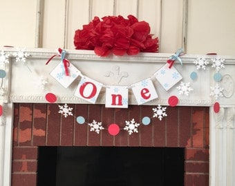 Onederland Birthday Decor - I am 1 Photo Prop -  Snowflake High chair Banner & garland- 1st Birthday Winter Garland Boy/Girl - CUSTOM Colors