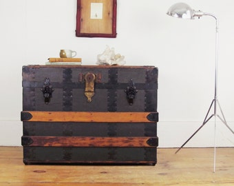 trunk coffee table, vintage trunk, wood trunk, storage trunk, antique trunk, storage box, steamer trunk, shipping crate, skeleton key
