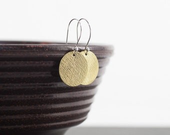 Brass Dangle Earrings, Textured Brass Round Earring, Disc Dangle Earring, Lightweight Earrings, Minimal Jewelry, Earrings Brass Sterling