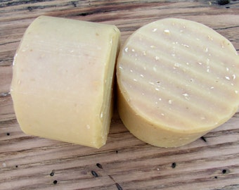 CLEAR SKIN (with Kaolin Clay) Goat's Milk Soap Superfatted with Grapeseed Oil (Anti-blemish face & body bar)