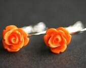 Orange Rose baumeln Ohrringe. Orange Ohrringe. Rose Ohrstecker. Silberne Hebel zurück Blume Ohrringe. Blumen-Schmuck. Handgefertigten Schmuck.
