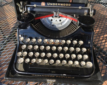 UNDERWOOD Portable TYPEWRITER///1933/Excellent Condition