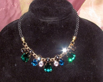 Beautiful GREEN CRYSTAL RHINESTONE Necklace