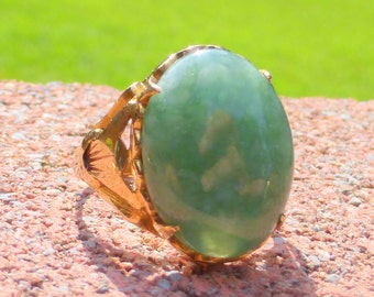 Old 14k gold Chinese Jade cabochon ring 5.5