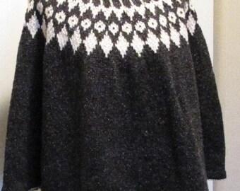 Poncho, Dark grey tweed/off white.