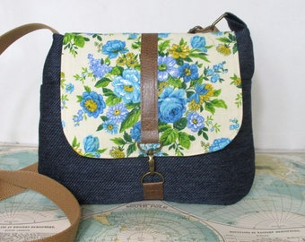 Iowa City- Crossbody messenger bag // Vintage floral print // Adjustable strap // Vegan purse // Travel bag //Summer purse // Ready to ship
