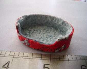 1:12th Dolls House Cat Bed Red or Blue