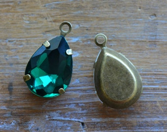 2 - Teardrop Jewel Charms EMERALD GREEN Drop Gem Pear 13x18mm Brass Claw Setting Charm or Link Gold Antique Bronze Silver (AY067)