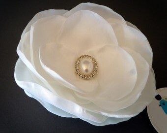 White Taffeta Wedding Corsage Hairpiece Fascinator Mother of the Bride Corsage Bridal Fascinator