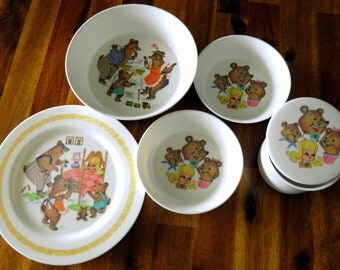 "6-Piece 1970s Oneida Deluxe Melamine ""Goldilocks & the 3 Little Bears"" Melamine Children's Dining Set--Plate, 3 Bowls and Lidded Trinket Box"
