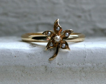 Vintage Pearl Leaf 14K Yellow Gold Wedding Band Ring.