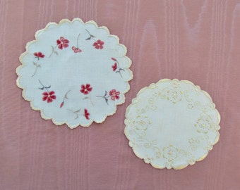 Lot of 2 antique small doilies with silk embroidery, c.1900 silk embroidered linen doilies