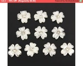 SALE 20 x Acrylic Flower Rhinestones For 3D Nail Art Tips Decorations