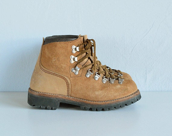 vintage vasque hiking boot 1990s suede and leather. Black Bedroom Furniture Sets. Home Design Ideas