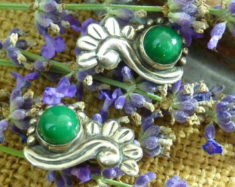 GREEN ONYX MEXICAN Sterling Taxco vintage screw back signed  earrings