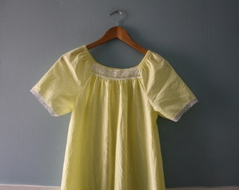 Vintage sunshine yellow nightgown / Georgie girl summer nightie / Flared nightie with white lace, and ruffles / Size Medium