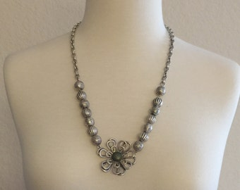 Beautiful Silver Necklace Flower Pendant