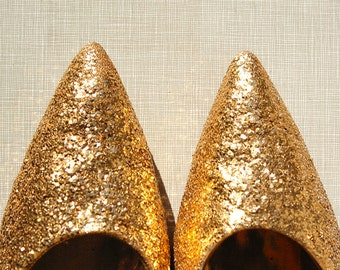 1950's gold glitter encrusted Frederick's of Hollywood stilettos //size 9