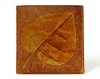 1978 Janel Jacobson Tile Sunrise Pottery MN Impressed Leaf Pattern 5x5 in Caramel Tan Satin Glaze Studio Art Signed Ex Cond Will Swanson