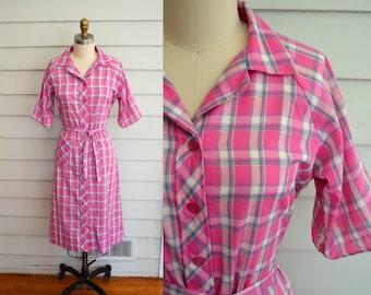 Vintage 1970s plaid day shirt dress / Medium to Large vintage dress / pink plaid button up dress / short sleeve dress / plaid day dress