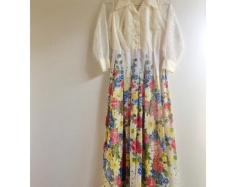 Gorgeous Vintage 50s Dress with Vibrant Floral Print.