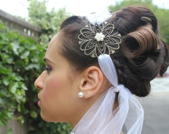 Vintage Metal Flower Spotted Guinea Feathers Bridal Hair Accessory