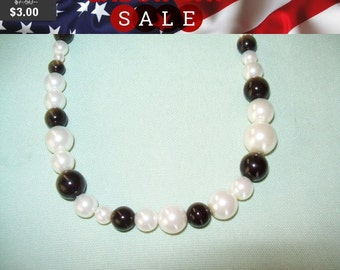 SALE 60% Off Black and white bead necklace, Black and white beads, vintage necklace