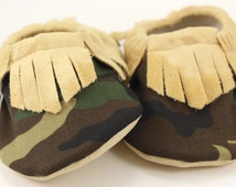 baby moccasins camo moccasins baby boy shoes camo booties toddler shoes soft sole shoes camouflage booties army baby shoes fringed moccs
