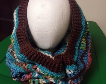 Cool g waves is a unique economical winter cowl made from a combination of red heart Peruvian print and caron simply soft acrylic yarns.