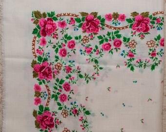 SALE Russian SCARF. White wool floral shawl. Hustka. Floral scarf, ukrainian scarf. Babushka. Vintage Scarf. Folk Scarf. Ethnic Babushka