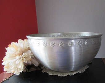 Vintage Mirro Aluminum Serving Bowl Embossed Floral Trim  for Serving Mixing Display Large Bowl