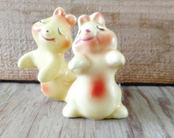 Bunny hug shakers etsy - Salt and pepper hug ...