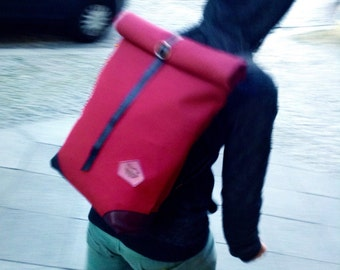 Red wine backpack. WATERPROOF rolltop streetstyle bike backpack. Upcycled, handcrafted. Berlinmade. Burgundy red, black.