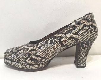 1940s platfrom python shoes - size 10 - 1940s platfrorm shoes 10- 1940s platforms- 1940s snakeskin shoes - 1940s python babydolls