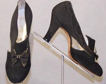 s73 STUNNING UNWORN Black & Gold Vintage 1940's Heels Pumps 7AAA