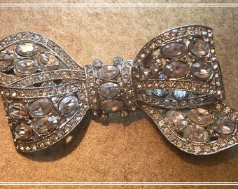 FABULOUS Bond Boyd Sparkling Bow-Shaped Brooch
