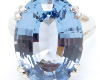 Beautiful Fine 20 Carat Blue Topaz White Gold Estate Ring