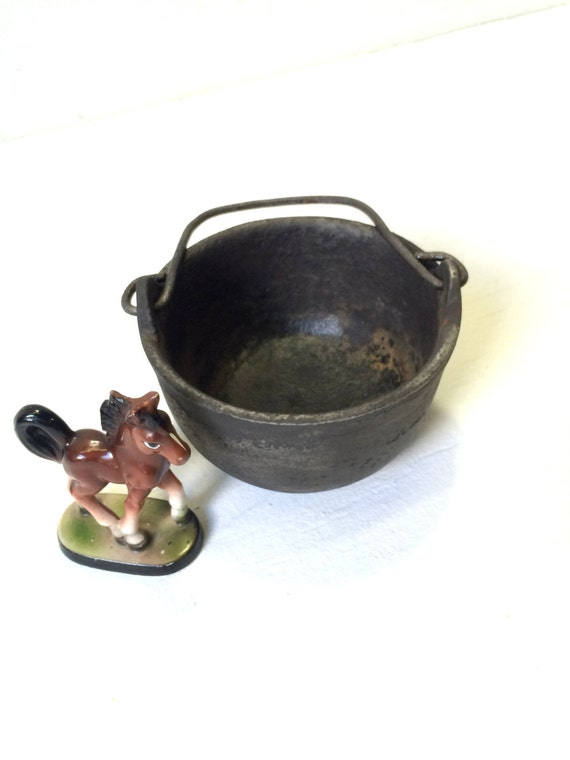 Vintage Cast Iron Cauldron from Feath & Kee