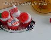 Red romantic cupcakes tray