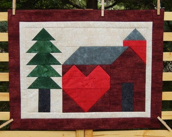 One Quilt Heart Barn with Evergreen Wall Hanging/Table Topper