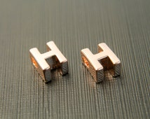 Markdown, Alphabet H, AH-P6, 2 pcs, 7.9x6.1x4.3mm, Hole size 1.9x2.9mm, Captial letter, Rose gold plated brass, Not easily tarnish
