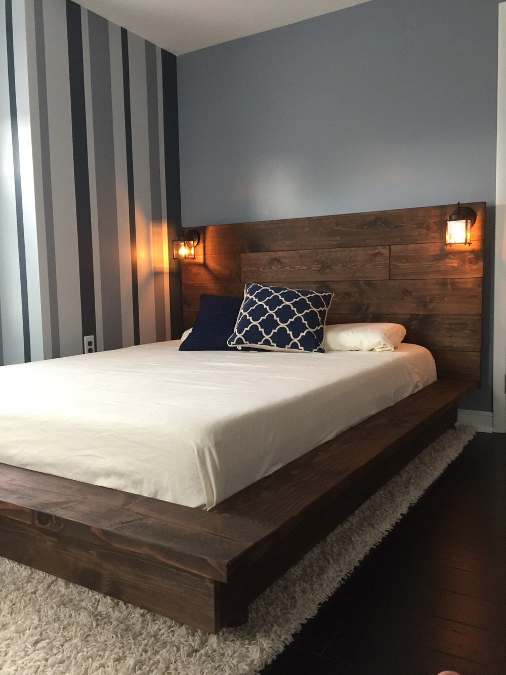 Floating wood platform bed frame with lighted for Pedestal bed