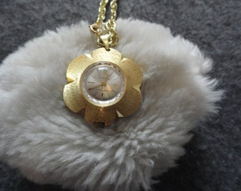 Pretty Swiss Made iLona Wind Up Vintage Necklace Pendant Watch