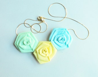 fabric necklace/ chain necklace/ flowers necklace/ roses/ handmade/ gift idea/ woman accessories
