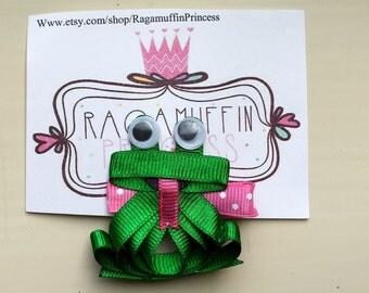 Frog ribbon sculpture bow