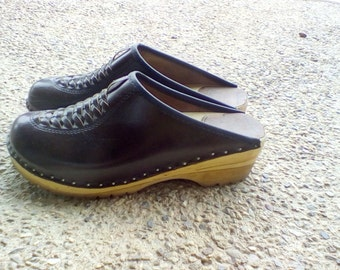 1990's Chocolate Brown Leather Clogs Woven Detail 9