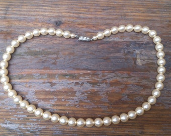 vintage single strand pearl necklace